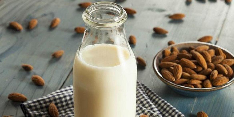 ¿Sabes cuánto calcio contiene la leche de almendras?